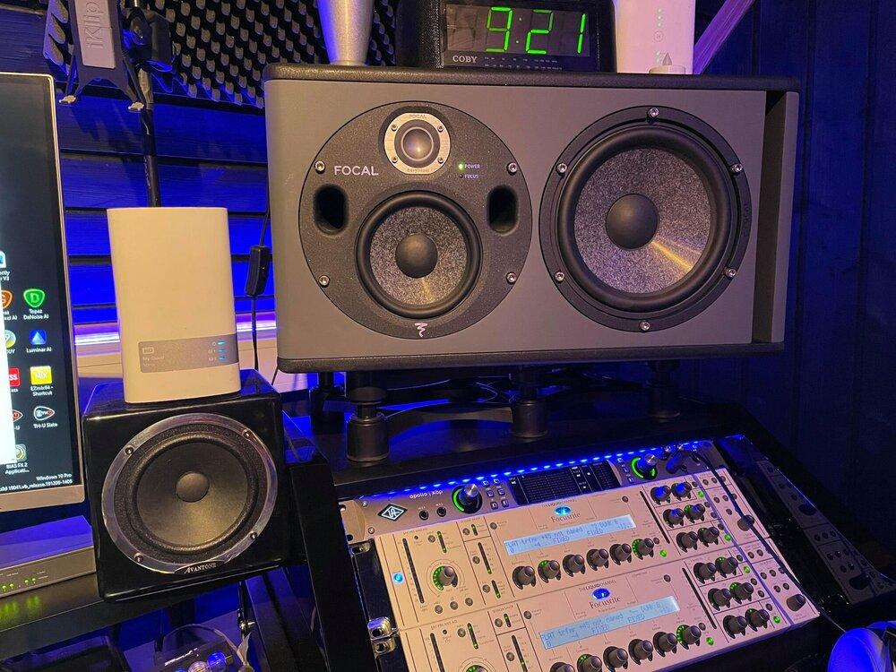 speakers.thumb.jpg.993f803f42d25dad4cf390bed3246d54.jpg